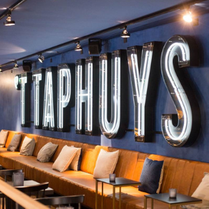 Logo in neon - 't Taphuys Arnhem